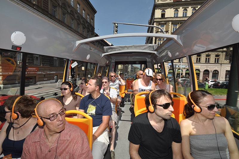 Opet top sightseeing bus